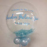 Lovedeco - Bubble ballon met eigen tekst gevuld met veren, welcome to the world sheaden blauw