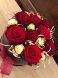 Lovedeco - Valentijn rozenbox met ferrero rocher medium