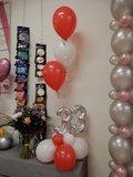 Lovedeco - Bescheiden cijfer ballonboeket rood, wit en zilver 33 jaar