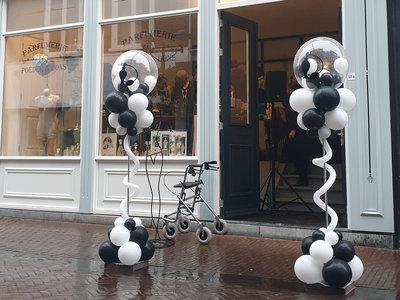 Luxe ballonpilaar met persoonlijk bedrukte topballon
