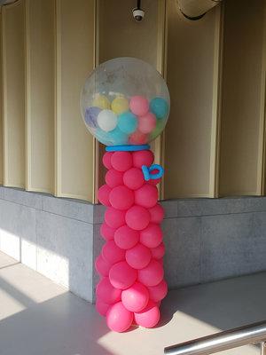 Kauwgomballen automaal ballonpilaar