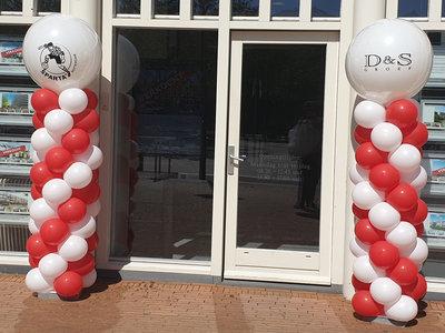 Lovedeco - Standaard ballonpilaar met eigen logo op topballon D&S Sparta Rood wit