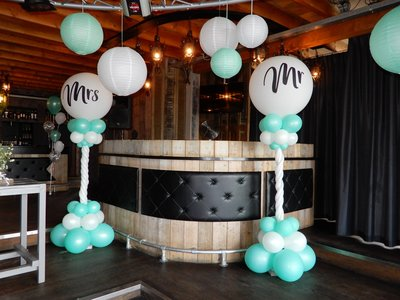 Lovedeco - Luxe ballonpilaar Mr & Mrs mint groen en wit