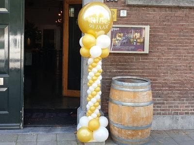 Lovedeco - Elegante ballonpilaar Riet 90 jaar metallic goud en wit