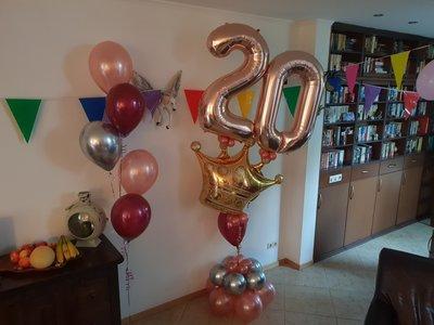 Lovedeco - Luxe cijfer ballonboeket met kroon Rose goud, Bordeaux rood en zilver 20 jaar